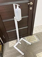 Мобильная стойка для антисептика с помповым дозатором.