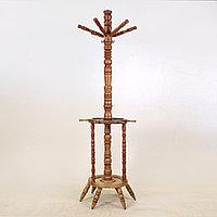 Деревянная вешалка для одежды. В форме штурвала от старинного корабля или яхты.