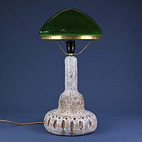 Скандинавская лампа с зеленым куполом.