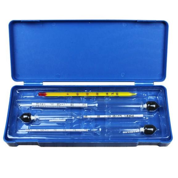 Набор ареометров и термометра спиртового. В пластиковом футляре