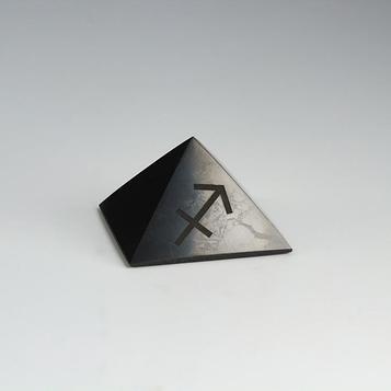 """Пирамида из шунгита """"Стрелец"""", полированная, 5 см"""