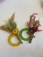 Букетик, композиция из сухоцветов, высота 16 см,+ веночек из ротанга