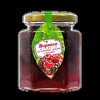 Варенье из сосновой шишки с ягодами вишни