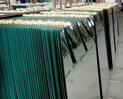 Листовое зеркало 1000х1500мм  толщина 4 мм края обработаны.
