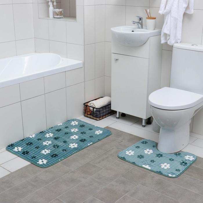 Набор ковриков для ванны и туалета «Ромашки», 2 шт: 50×80, 40×50 см, цвет синий