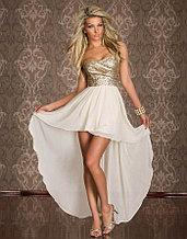 Бежевое платье со шлейфом и блестками (паетками)