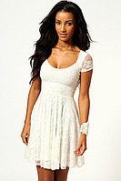 Белое гипюровое пышное платье с коротким рукавом