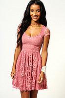 Розовое гипюровое пышное платье с коротким рукавом