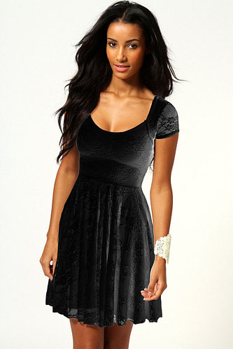 Черное гипюровое пышное платье с коротким рукавом
