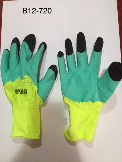 Перчатки нейлоновые салатовые обливные, с черными пальцами