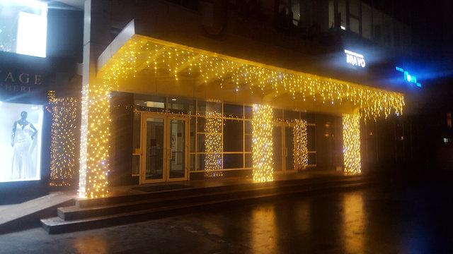 Новогоднее оформление входной группы БЦ Каратал.