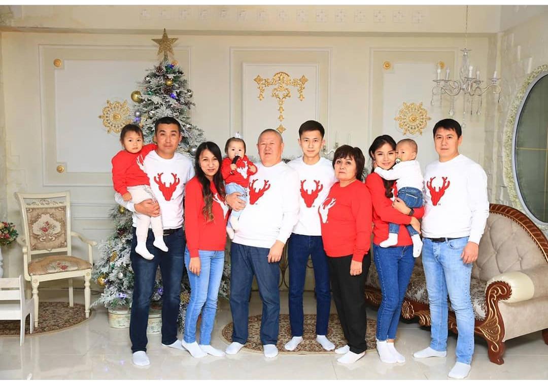 Новогодние свитшоты для всей семьи