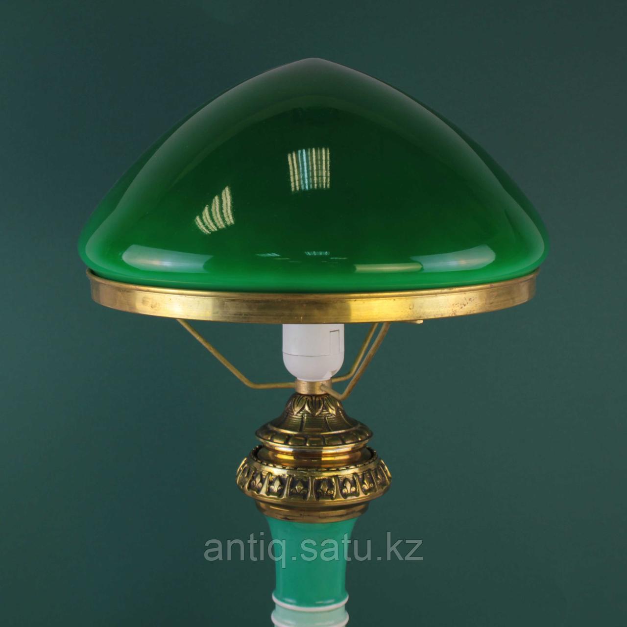 Настольная лампа с зеленым куполом. - фото 2
