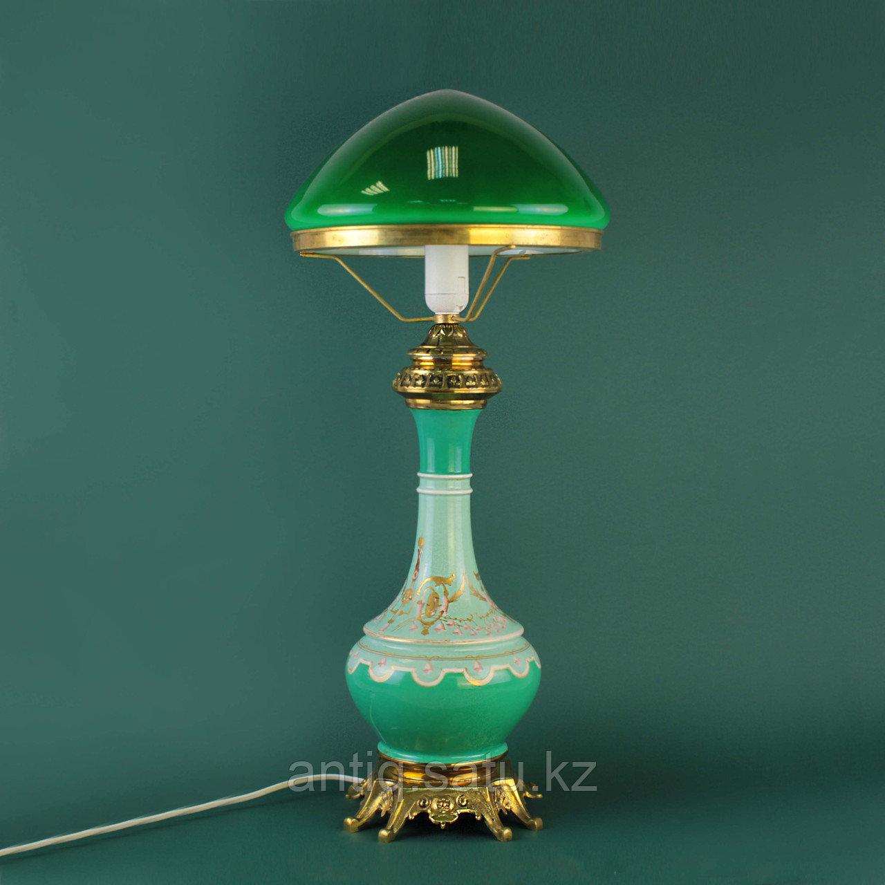 Настольная лампа с зеленым куполом. - фото 1