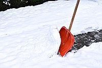 Новые разработки для уборки снега - снегоуборочные лопаты.
