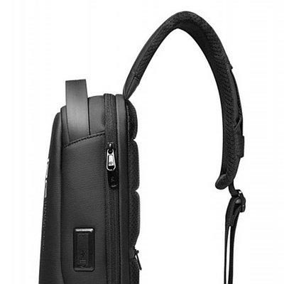 Рюкзак-слинг BANGE BG7221 выполнен из приятного на ощупь и внешний вид материала на основе нейлона.