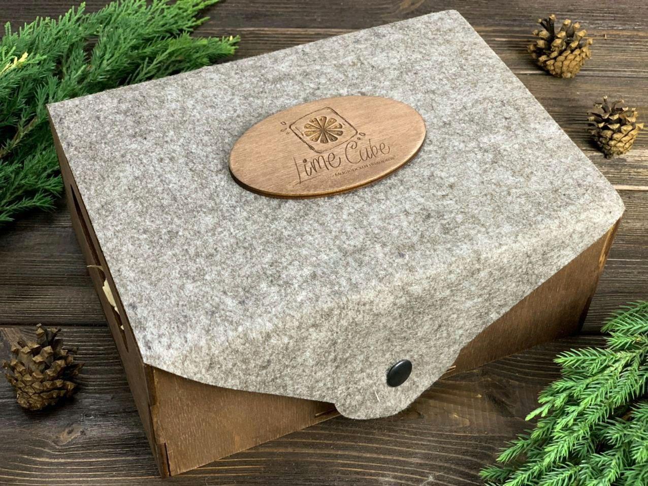 Деревянный ящик с крышкой из фетра. Размер: 23*17*9(см)