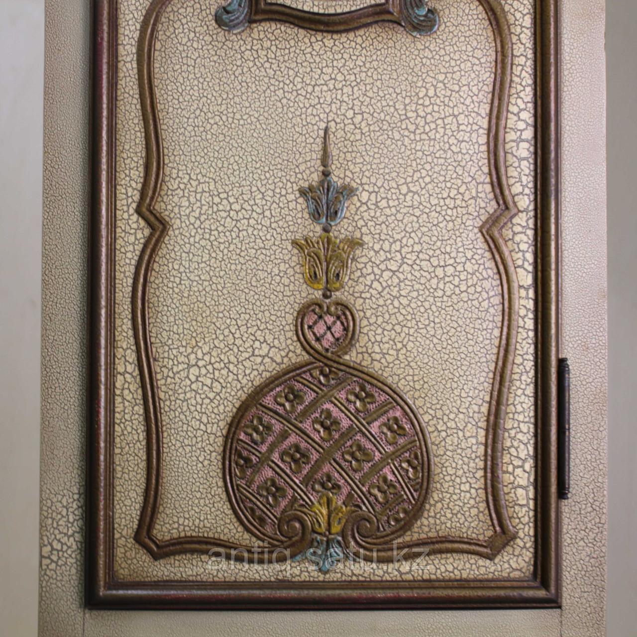 Напольные часы с рыцарским гербом. Германия. Середина ХХ века - фото 6