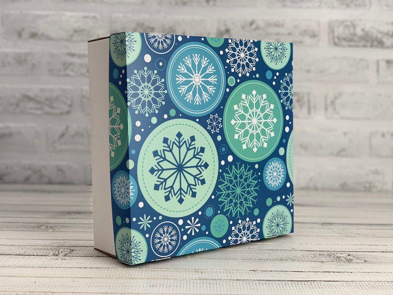 Подарочная коробка Новогодняя. Размер:  25*25*9 см