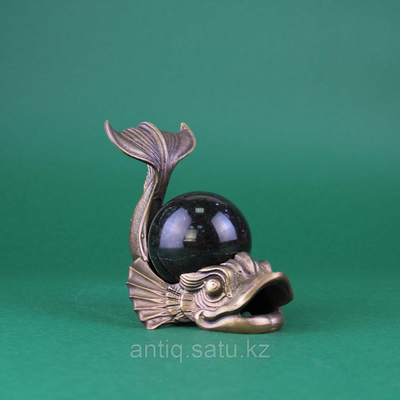 Рыба с шаром из камня. Бронза, литье, шар из натурального камня темно зеленого цвета. - фото 2