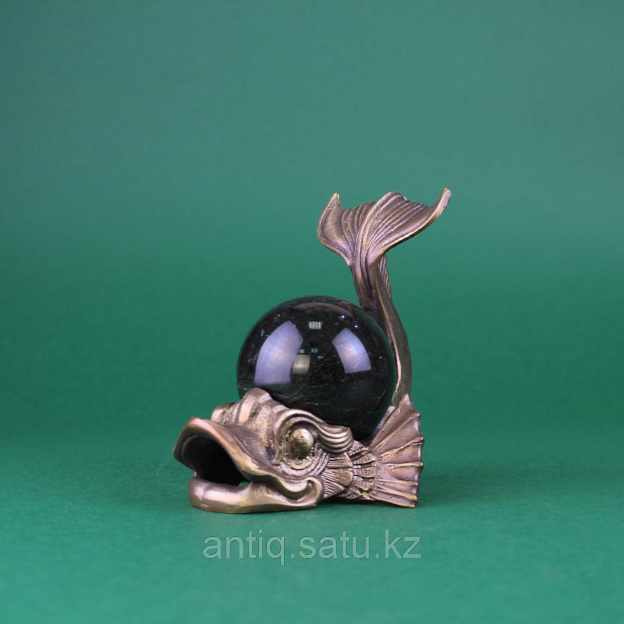 Рыба с шаром из камня. Бронза, литье, шар из натурального камня темно зеленого цвета. - фото 4