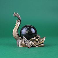Рыба с шаром из камня. Бронза, литье, шар из натурального камня темно зеленого цвета.