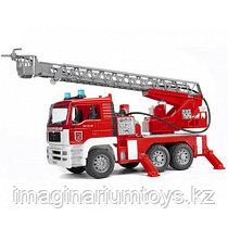 Bruder Пожарная машина MAN с лестницей и помпой