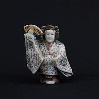 Нэцкэ : Амэ-но Удзумэ - фея луны, богиня счастья, любви и радости.