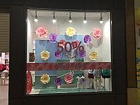 Оформление витрин бумажными цветами