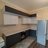 Угловой кухонный гарнитур с антресолью