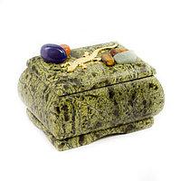 Шкатулка с камушками и ящерицей змеевик 7х5,5х5 см