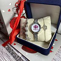 Женские часы с украшением
