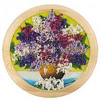 """Панно из камня """"Сирень в вазе"""" на тарелке 30х30 см из дерева желтый фон"""