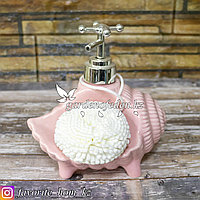 Дозатор для жидкого мыла, с губкой. Материал: Керамика. Цвет: Розовый.