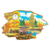 """Часы с картиной """"Медведь с рыбой осень"""" 50х32 см каменная крошка"""