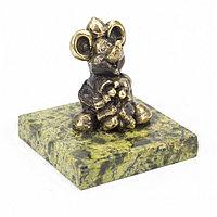 """Статуэтка из бронзы на подставке из змеевика """"Мышка толстая"""""""