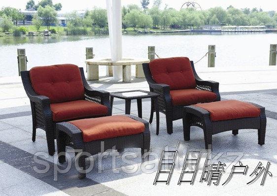 Набор мебели, стол + 2 кресла + 2 пуфа из искусственного ротанга