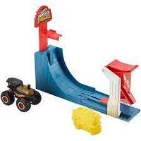 """Mattel Hot Wheels Хот Вилс Игровой набор Монстр трак """"Поединок в воздухе"""""""