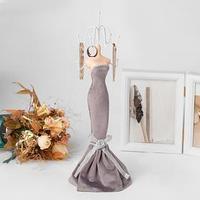 Подставка для урашений 'Силуэт девушки в платье', h38, цвет серый
