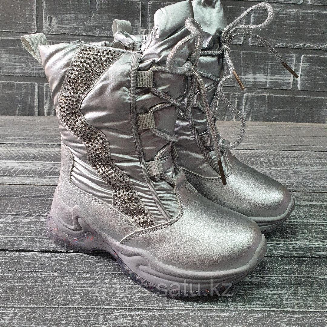 Сапожки серебро со шнурками и стразами