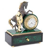 """Декоративные часы из малахита """"Конь на дыбах"""" с выдвижным ящиком"""