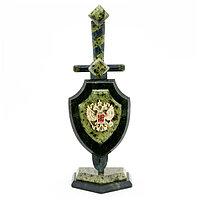 """Настольный сувенир """"Щит и меч"""" камень змеевик 6х6х28 см"""