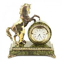 """Настольные часы из бронзы и змеевика """"Конь на дыбах"""""""