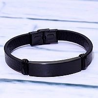 Черный браслет с гравировкой