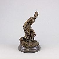 Черкес, заметивший врага. По модели российского скульптора В.Я. Грачева