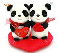 Панда парочка на сердце 25 см