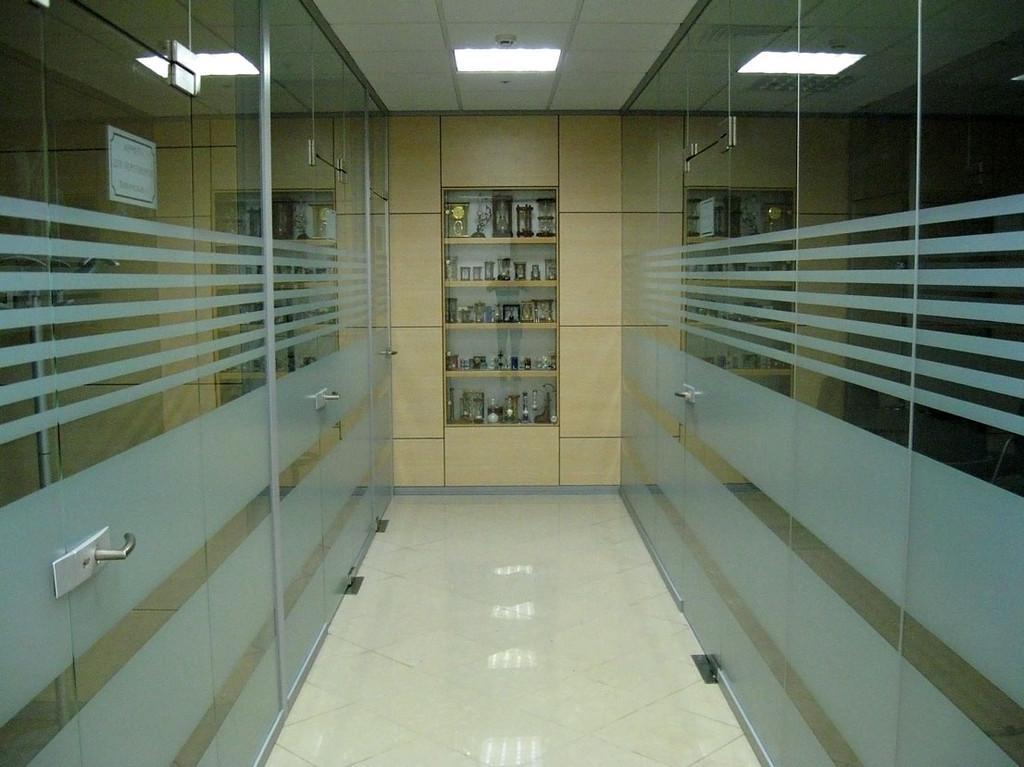 Тонирование стекол офисных перегородок в Астане