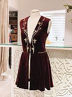 Камзол женский с узором бордовый приталенный