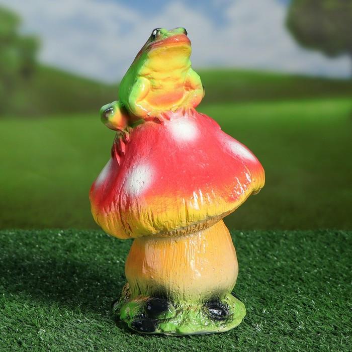 """Садовая фигура """"Жаба на грибе"""", разноцветный, 22 см"""
