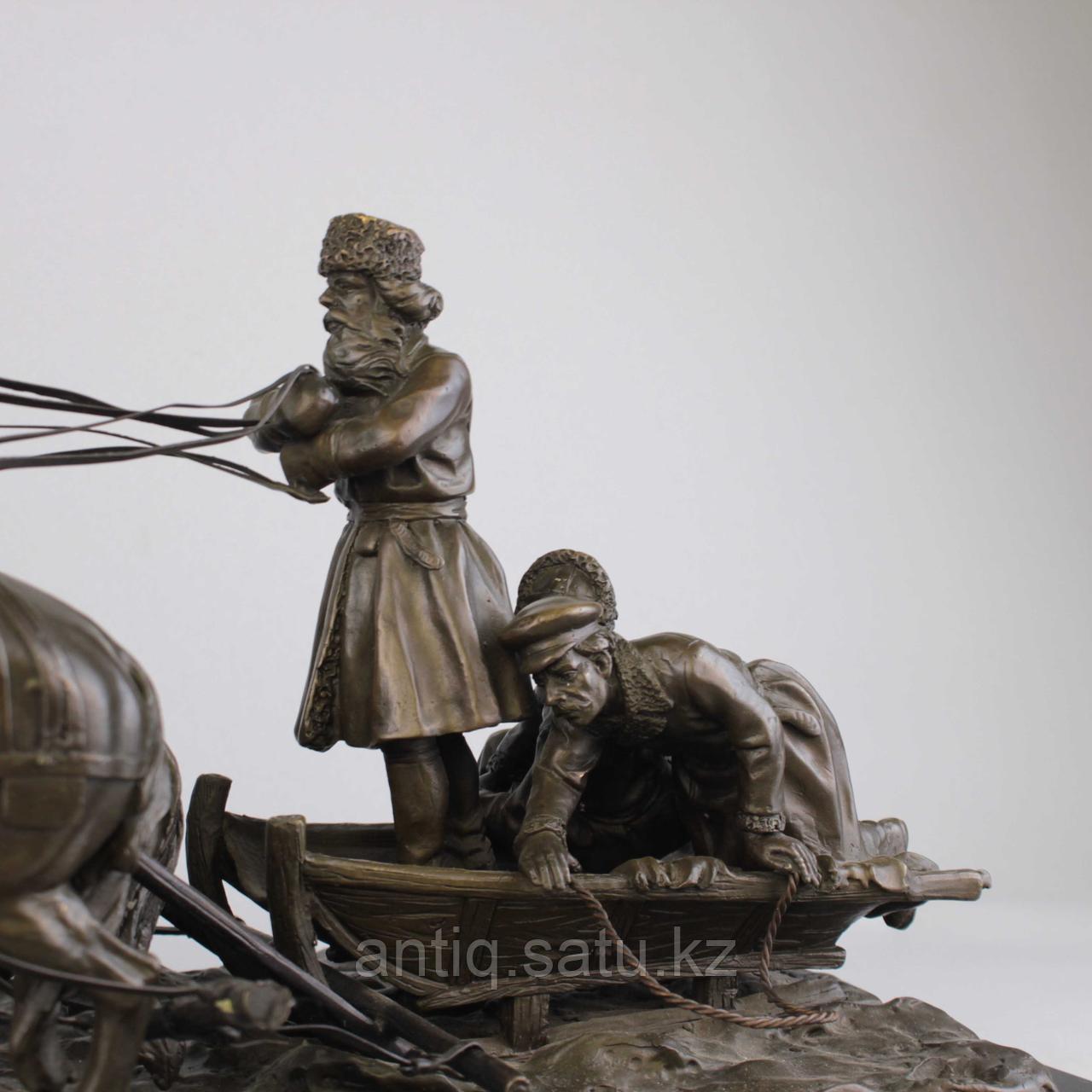 Солдаты на русской тройке. По модели известного скульптора Е. И. Напс (1848-1886) - фото 2